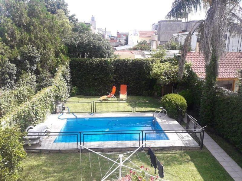 chalet 6 ambientes ,garage 3 autos, piscina, jardin