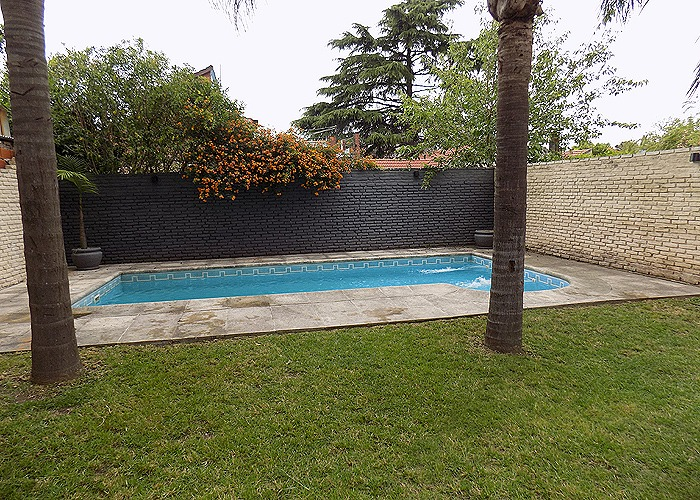 chalet 7 ambientes c/ piscina & quincho.