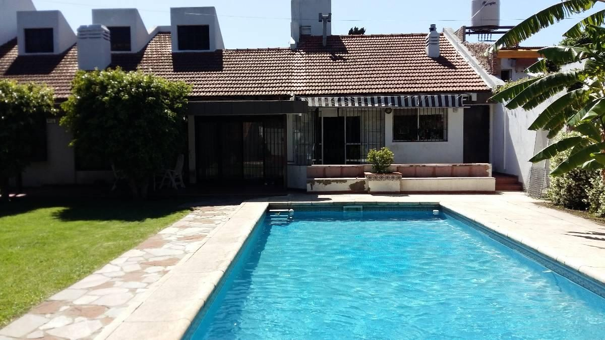 chalet 7 ambientes s/lote 20 x 50 con piscina!!!