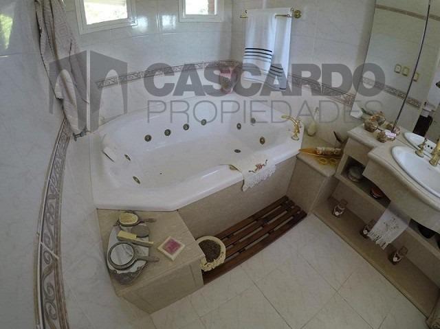 chalet 8 ambientes 7 dormitorios 6 baños barrio privado