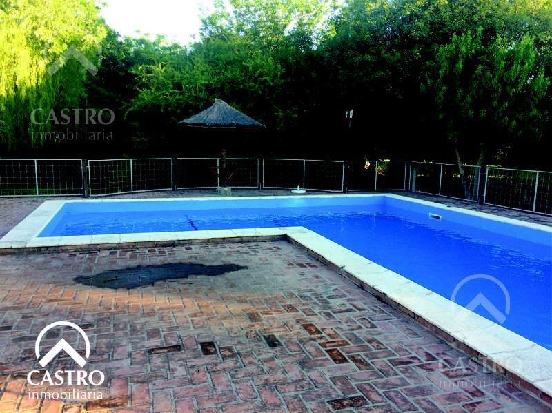 chalet con amplio parque y piscina