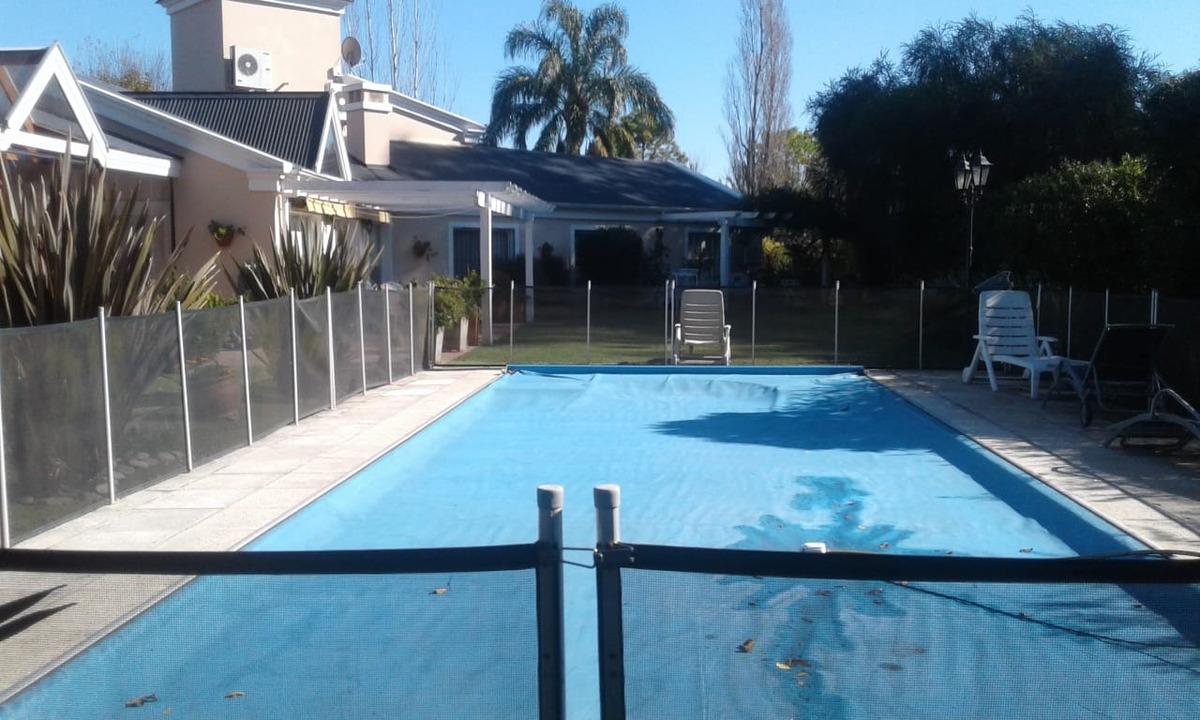 chalet con piscina en country club el paraiso
