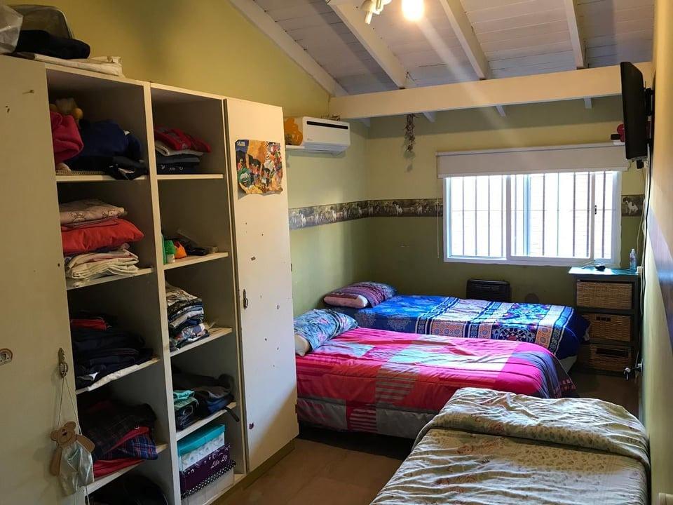 chalet de 3 dormitorios con pileta y quincho. of 1561