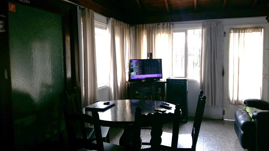 chalet de 4 ambientes ubicado a 2 cuadras de av santamarina