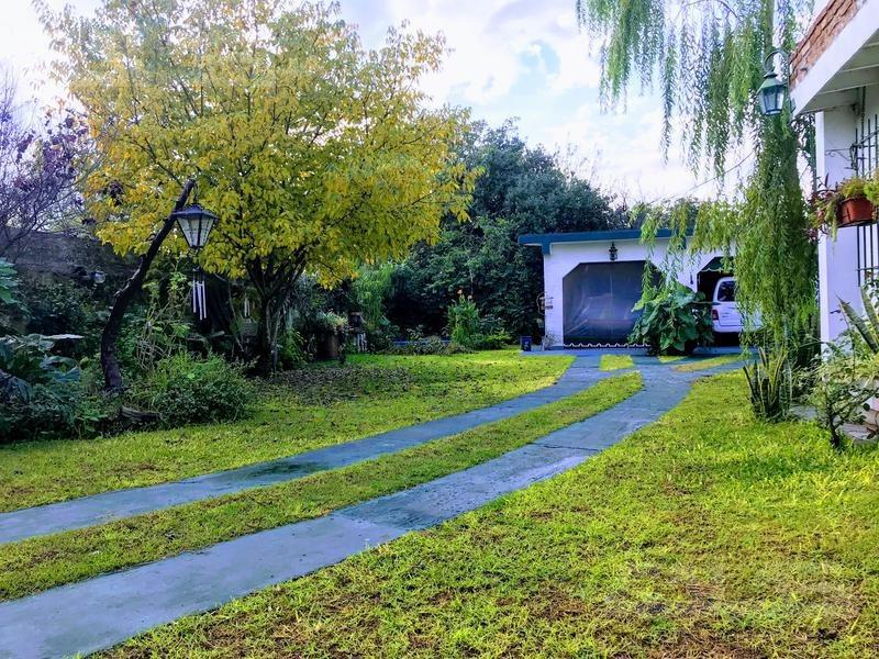 chalet de 5 ambientes con gran parque!!!