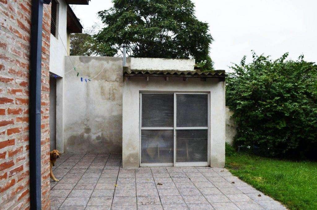 chalet de 5 ambientes ubicado en el barrio la florida