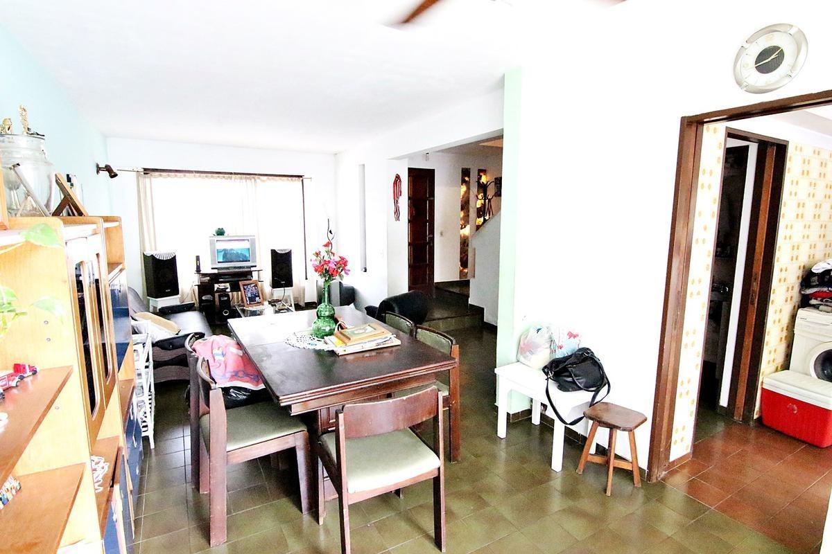 chalet  duplex 4 ambientes ubicado en  olivos ideal para actualizar