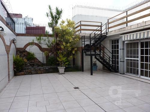 chalet en 2 plantas sobre lote propio! 70m2 de fondo! quincho   terraza. garaje 2 autos!