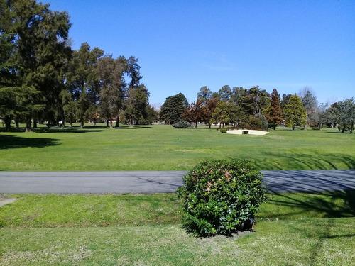 chalet en country el pato, frente al golf!!