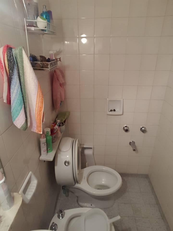 chalet en dos plantas muy centrico de 4 ambientes 3 baños venta inmediata amplio fondo f: 5736