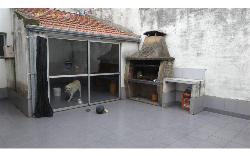 chalet en dos plantas, patio, quincho, garage