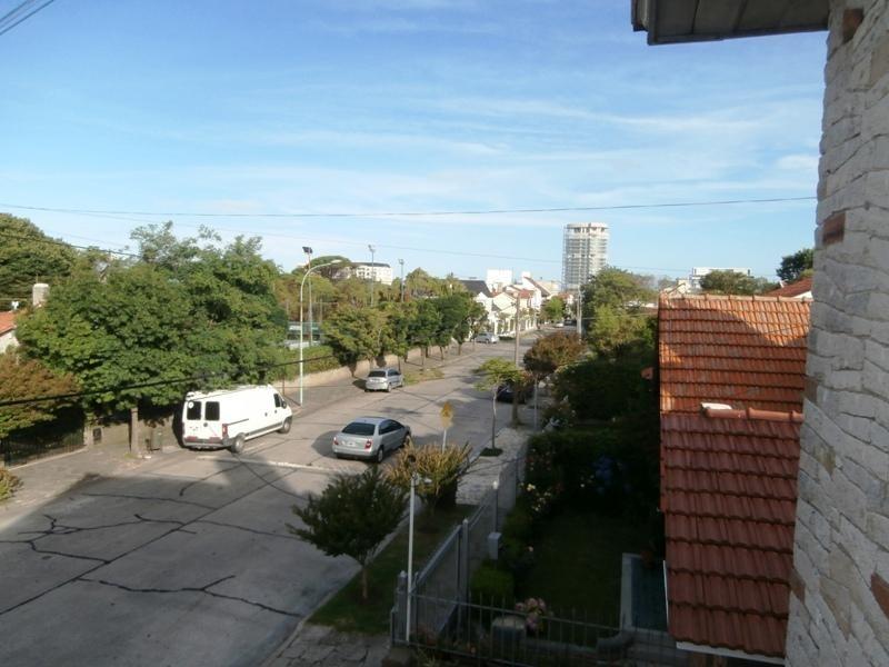 chalet en esquina. barrio stella maris.