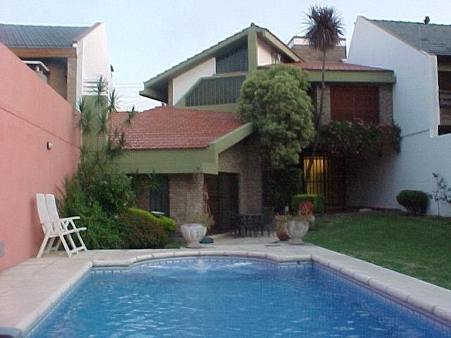 chalet en la mejor zona de 5ambientes 4 baños piscina f:1997