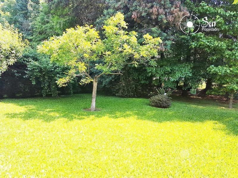 chalet en una planta , quincho cerrado en solar del bosque