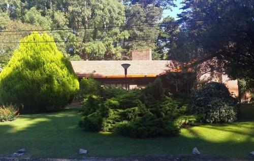 chalet en venta 4 ambientes, 260 m2 cubiertos. bosque peralta ramos. consulte su valor