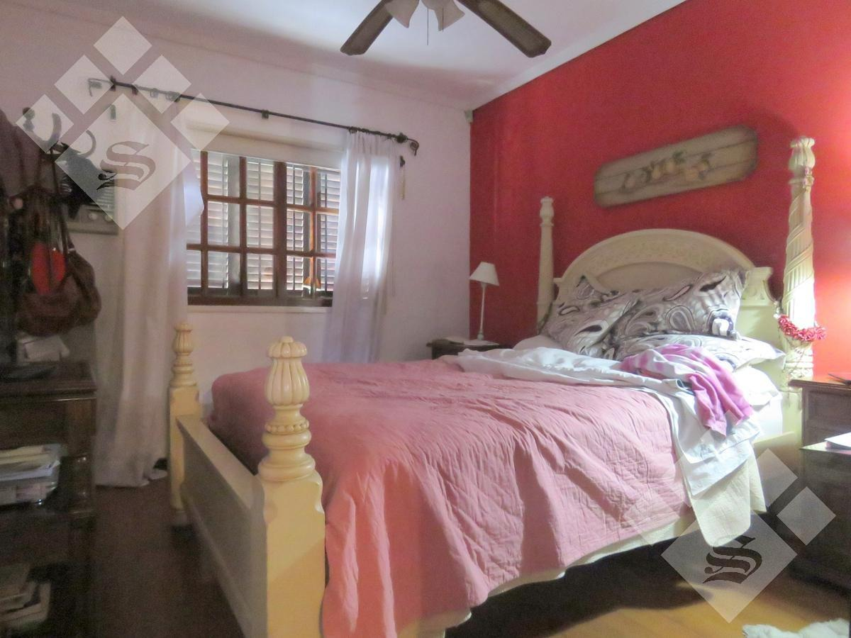 chalet en venta. 4 dormitorios. castelar norte!