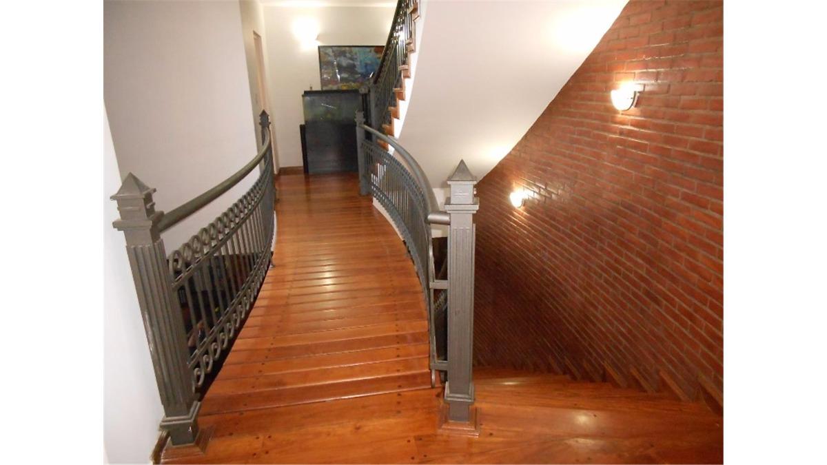 chalet en venta :: 6 ambientes :: castelar norte :: 880m2