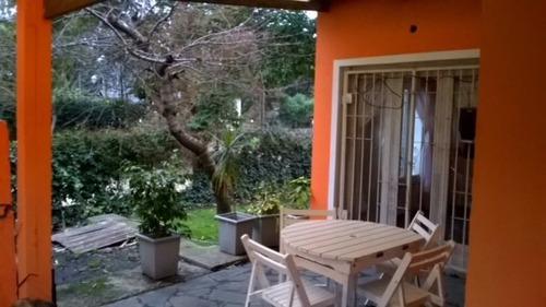 chalet en zona residencial boscosa.