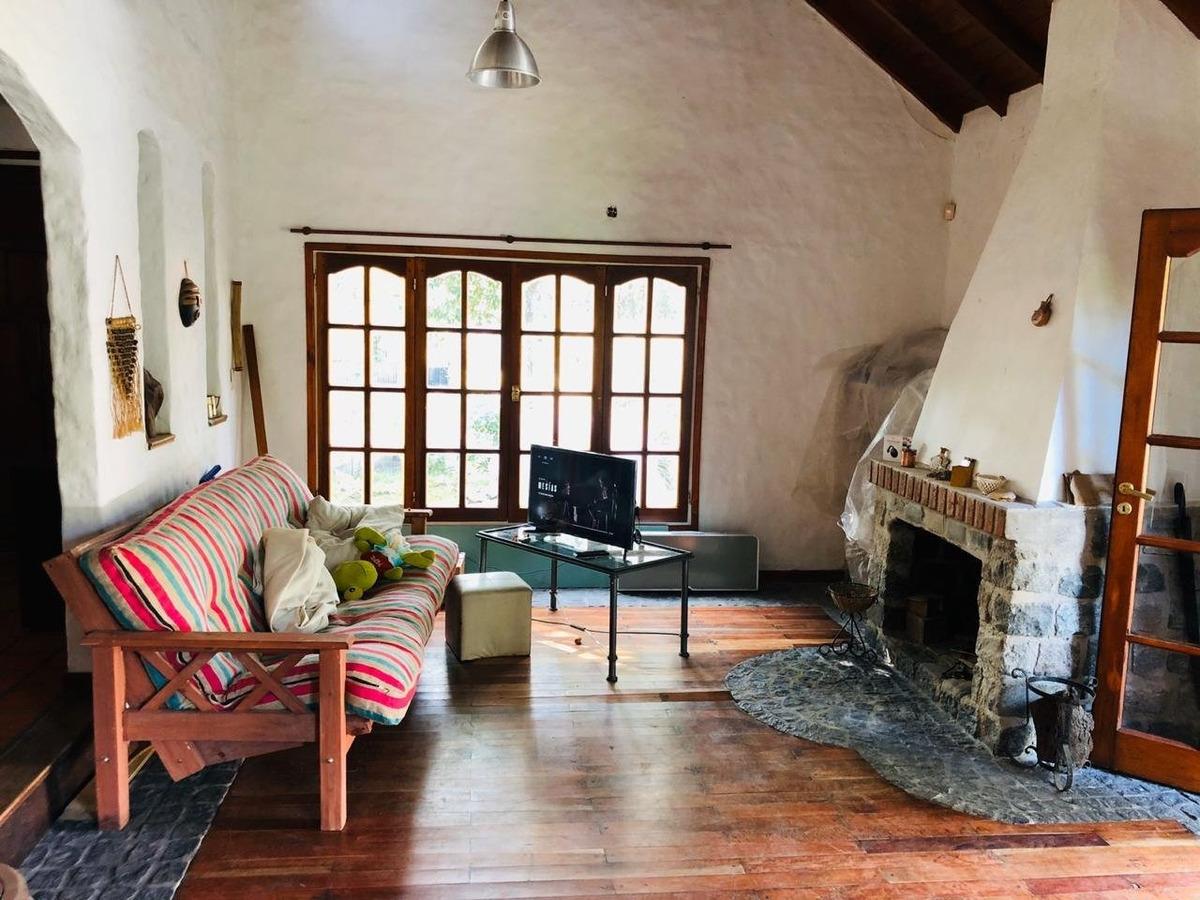 chalet estilo mediterraneo de 3 ambientes en barrio las dalias en venta!