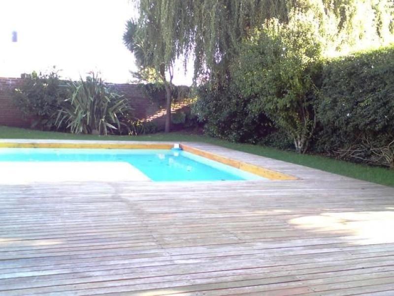 chalet frente al parque primavesi. quincho y piscina. barrio san carlos
