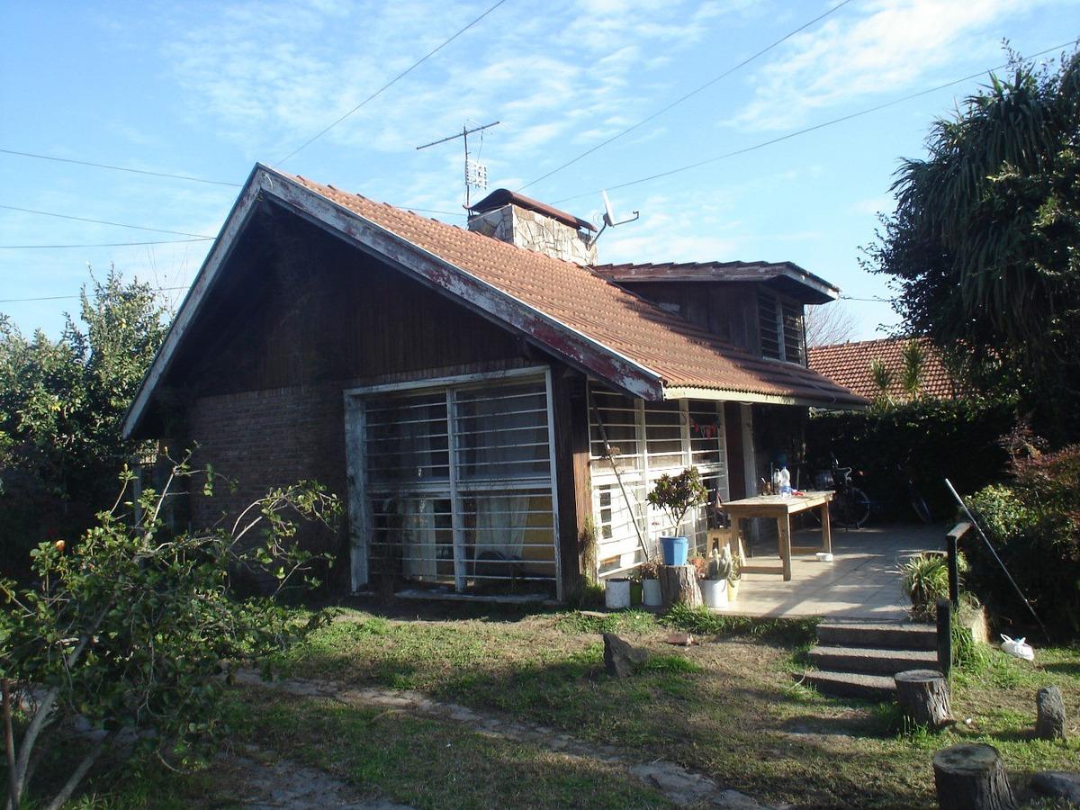 chalet: living-com-cocina-1 dorm-1 baño-cochera.terreno700mt
