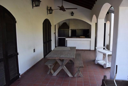 chalet sobre dos lotes country bco provincia, sector iv