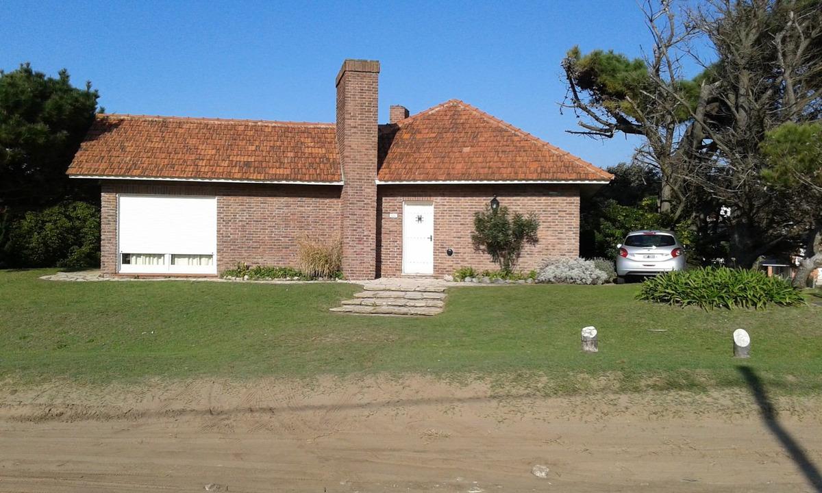 chalet zona iglesia, 2 cuadras mar, dueño, exc ubicación