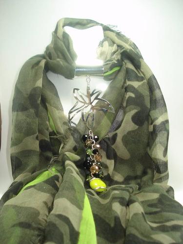 chalina verde olivo, tipo camuflaje con aplicación de alpaca