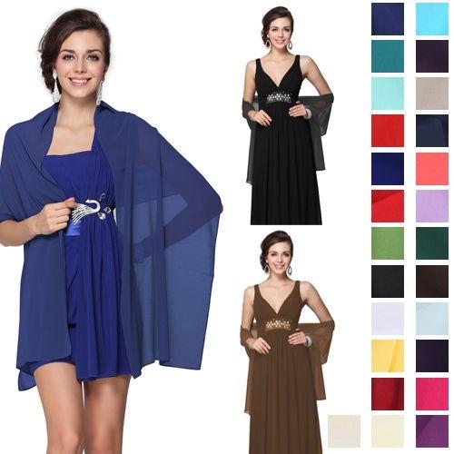 Vestido negro con pashmina azul