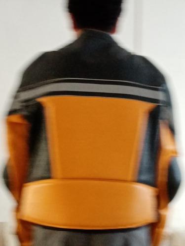 chamarra de piel con cintas reflejantes marca sf talla xxl