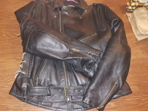 chamarra de piel para motociclista con protecciones