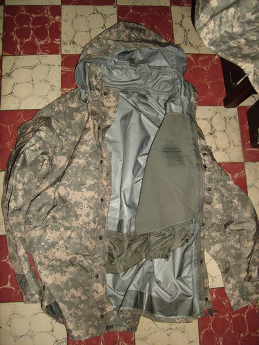 chamarra impermeble color a.c.u., de uso actual u.s.a. army