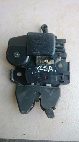 chapa / cerradura electrica de cajuela de nissan versa