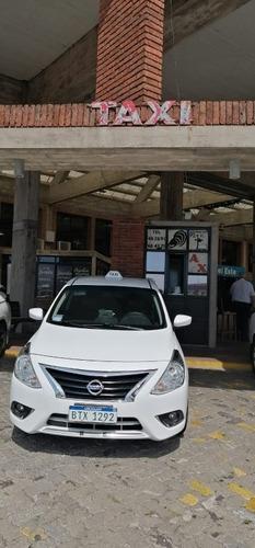 chapa de taxi en terminal de punta del este opción auto