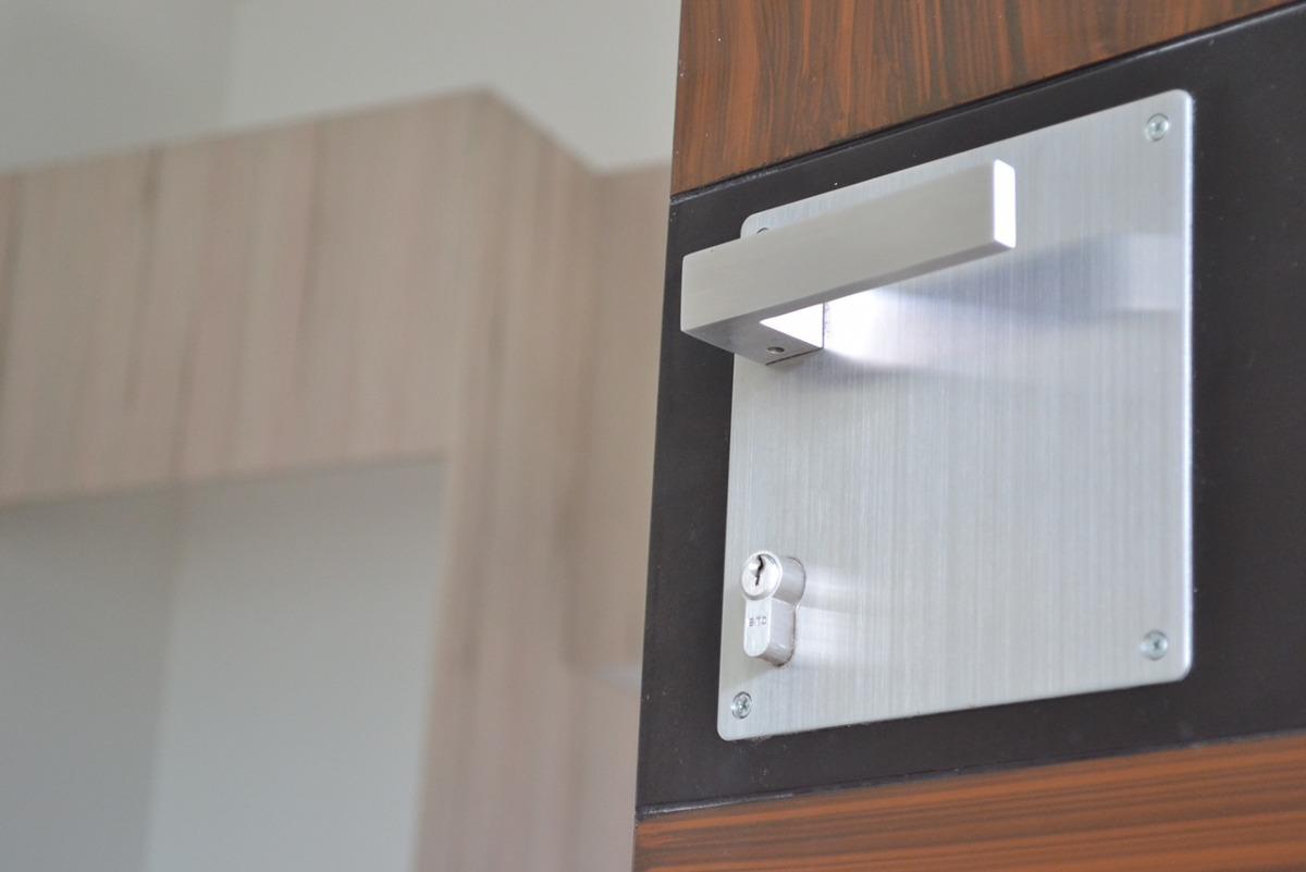 Chapa para puerta principal de alta seguridad y gran for Diseno puerta principal