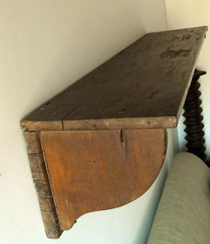 chapeleira antiga de madeira