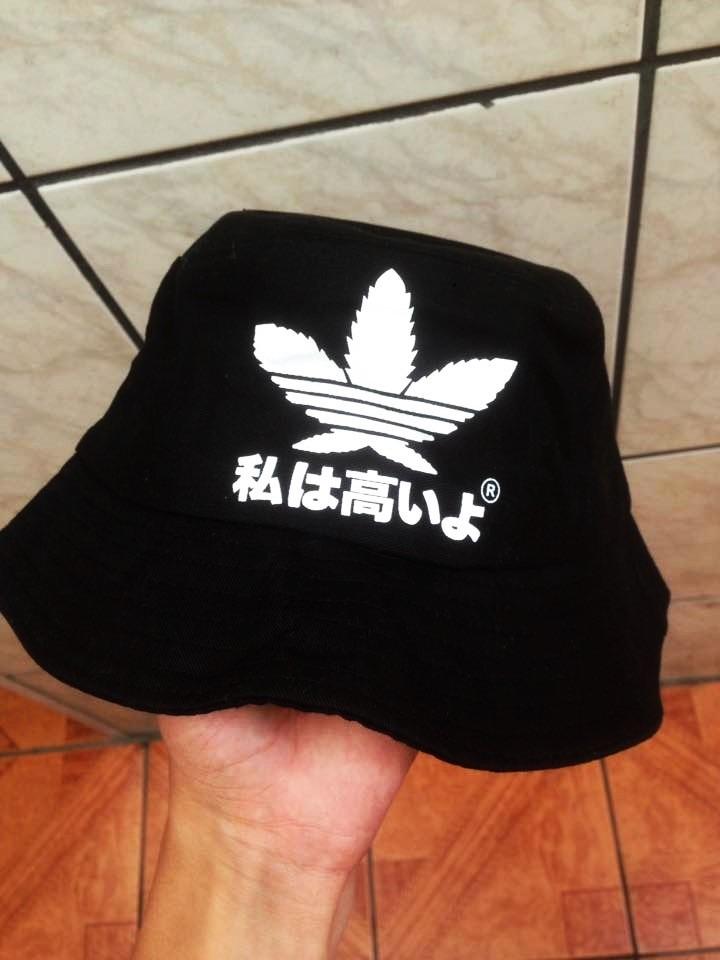 Chapéu Bucket adidas - R  60 fb4116ab86a