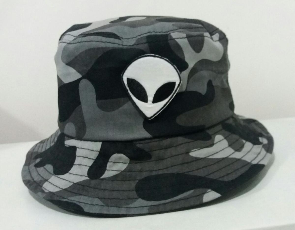 f8cf204cc548d chapeu bucket hat camuflado et alienígena extraterreste sk8. Carregando zoom .