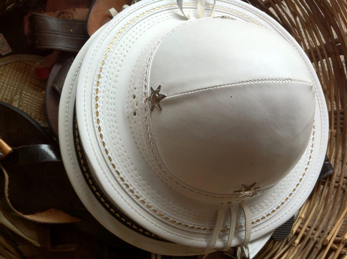 chapéu cangaceiro couro legítimo (acabamento top). Carregando zoom. 94913917a6d