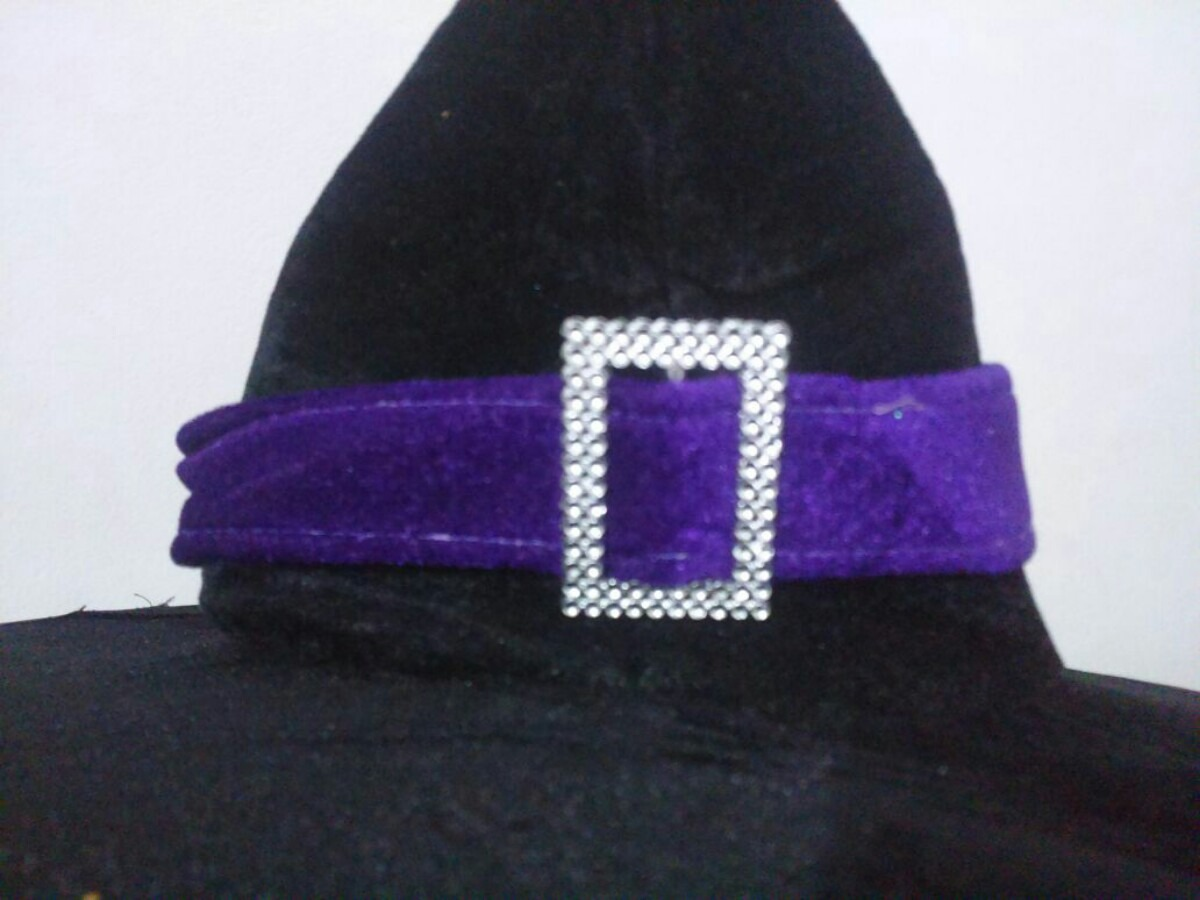 chapéu de bruxa com a ponta encurvada.. Carregando zoom. 745361d038e