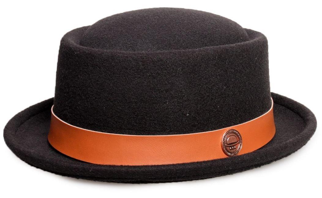 chapéu pork pie preto feltro aba curta com couro caramelo. Carregando zoom. 9eb50c82ba0