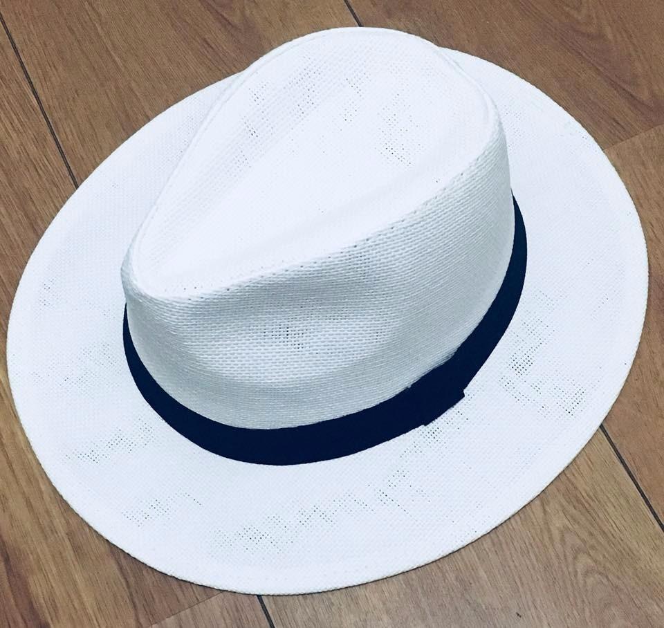 chapéu tipo panamá branco ou palha aba de 6cm foto real. Carregando zoom. d8ddf06e415