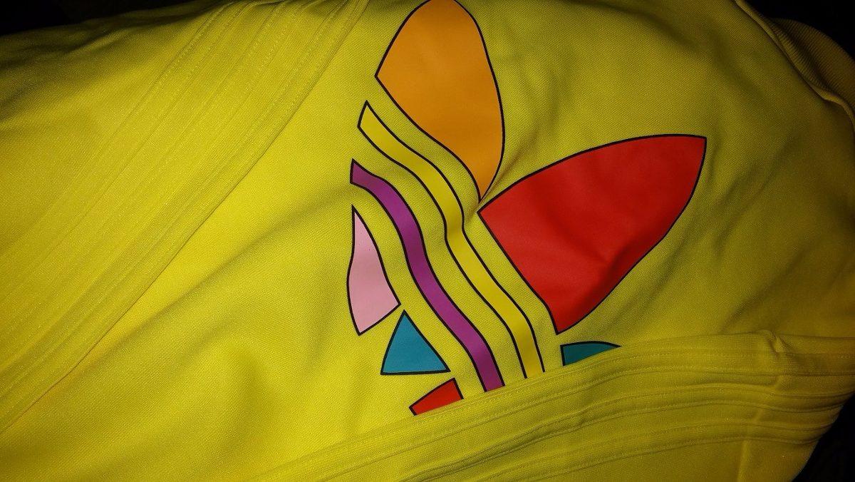 chaqueta adidas originals amarilla