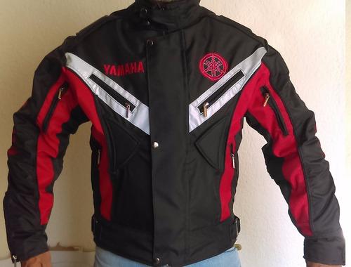 chaqueta anti-fricción manga curva con bordados
