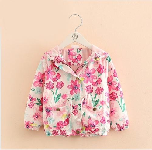 chaqueta con capucha y estampado de flores