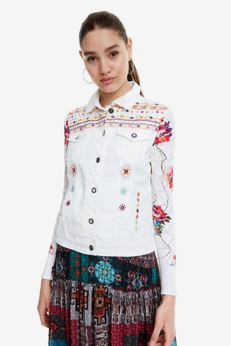101c2e442a1 chaqueta dama blanca textil desigual. Cargando zoom.