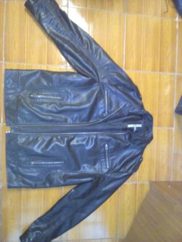 chaqueta de cuero negra