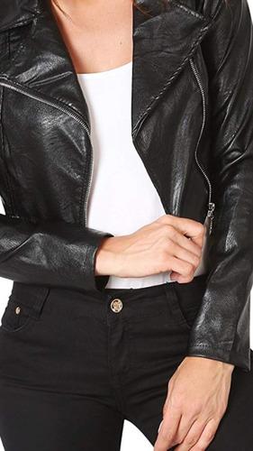 chaqueta ecocuero brillosa mujer con cierre en sus mangas