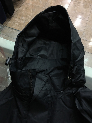 chaqueta impermeable escolta, negra, azul