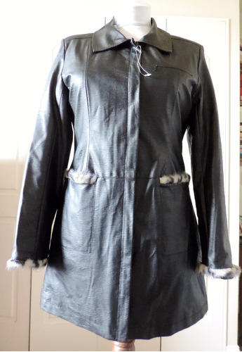 chaqueta negra símil cuero con piel print